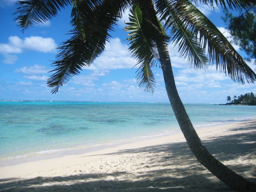 Travel - Tranquil turquoise sea in Fiji