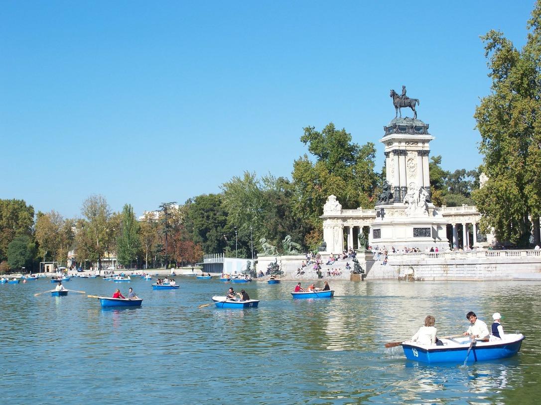 Romantic Madrid - Retiro boating lake